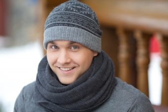 帽子が似合う小顔メンズ